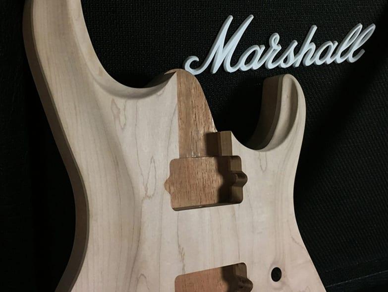 ¿Importan las maderas en una guitarra eléctrica?