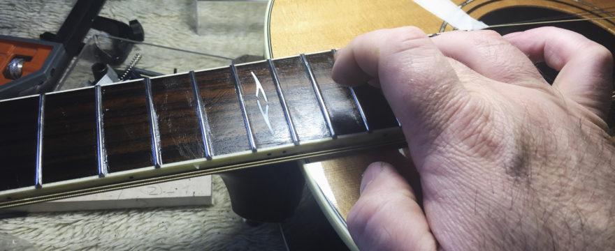 Trasteos guitarra acústica en la primera cuerda!