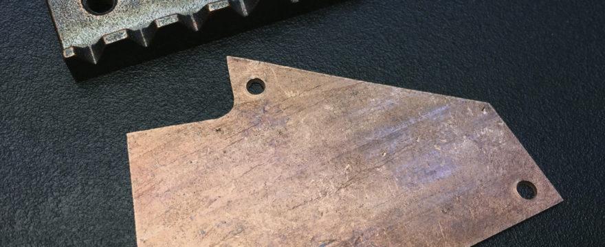 """Construcción de una """"Truss rod cover"""" al estílo Ibanez en cobre"""
